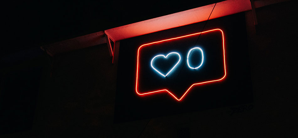 Heart And Zero Neon Sign Inside A Message Bubble